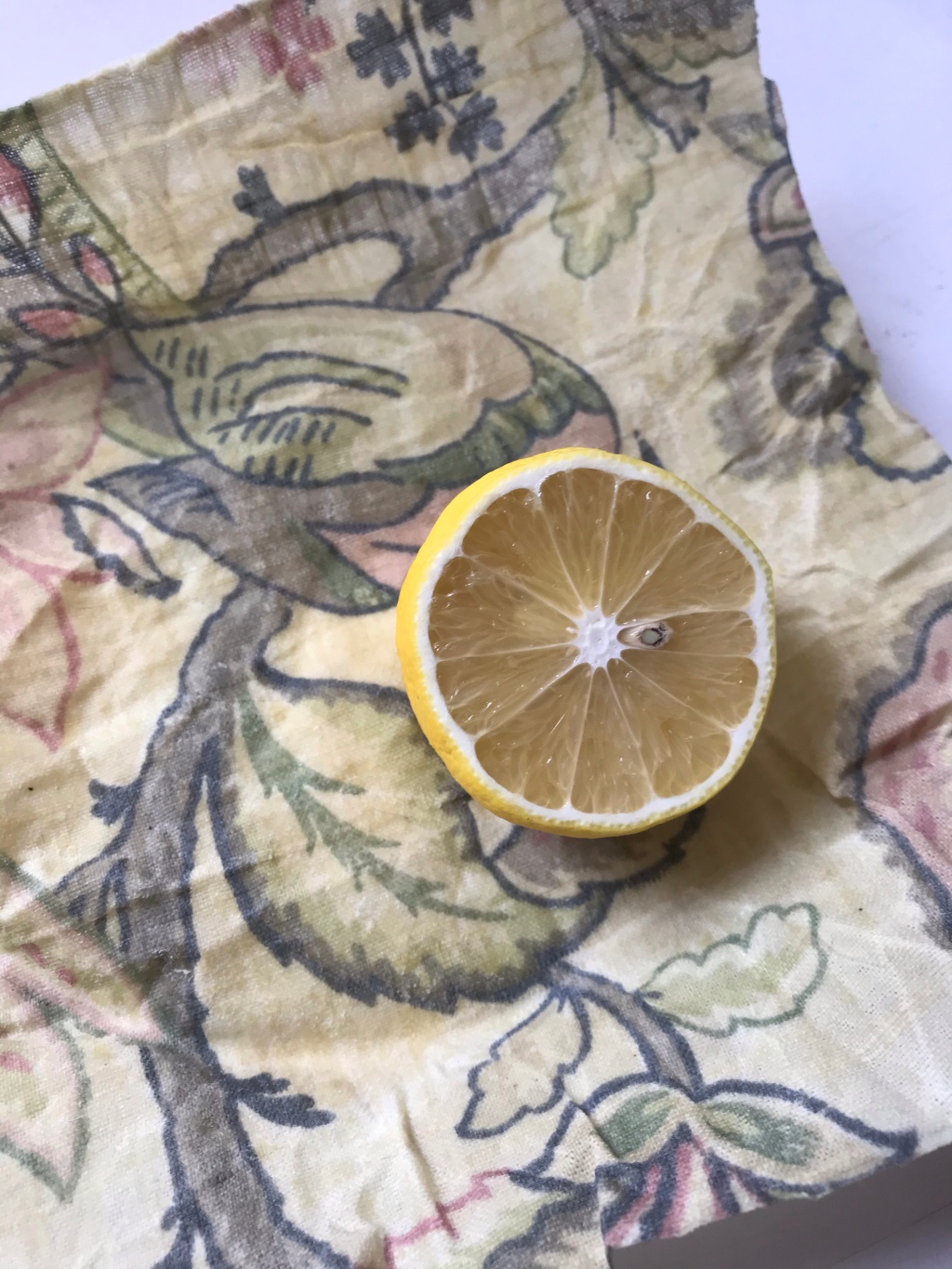 Cut lemon on top of beeswax wrap